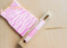 木头块编织的围巾的 图库摄影