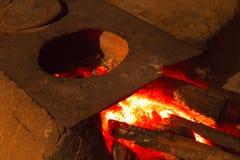 木头燃烧的火炉-巴西东北文化 库存照片