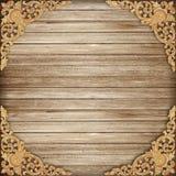木头的样式雕刻在木背景的花 免版税图库摄影