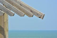 木建筑在海边 免版税库存照片