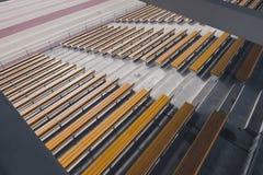 木黄色体育场位子行  免版税图库摄影