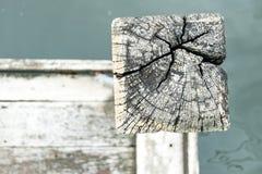 木头顶视图在河码头的 库存照片