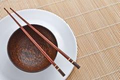 木2双碗的筷子 库存照片