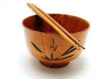 木2双碗的筷子 免版税库存图片