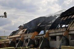 木bruning的消防队员fithing的大厅 免版税库存图片