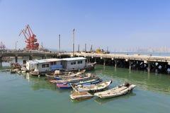 木fishboat在渔场港口 免版税库存图片