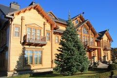 木Honka房子在Mezhyhirya,乌克兰 图库摄影