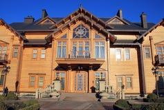 木Honka房子在Mezhyhirya, Kyiv地区,乌克兰 库存图片