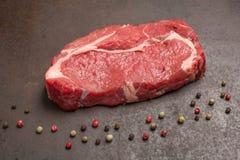 未加工烘干年迈的牛排用干胡椒 库存图片
