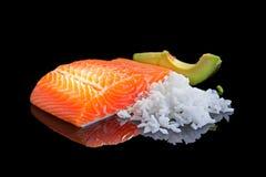 未加工的三文鱼。 库存照片