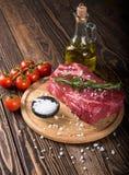 未加工的使有大理石花纹的肉牛排Ribeye 免版税库存图片