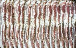 未加工的切的干胡椒烟肉 库存图片