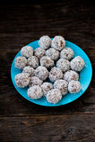 未加工的块菌状巧克力 免版税库存照片
