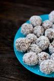 未加工的块菌状巧克力 免版税库存图片