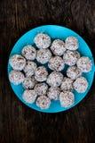 未加工的块菌状巧克力 免版税图库摄影