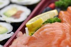 未加工的寿司和的三文鱼 库存照片