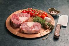 未加工的小牛肉小腿切肉 库存照片