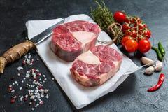 未加工的小牛肉小腿切肉 免版税库存照片