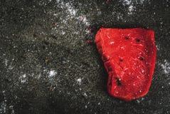 未加工的新鲜的牛肉肉牛排 库存图片