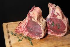 未加工的新鲜的肉Ribeye牛排 牛排的肉 原始的肉 库存照片