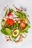 未加工的新鲜蔬菜,果子,莓果,在一白色backgroun的坚果 免版税库存照片