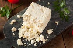 未加工的有机白色希腊白软干酪 库存图片