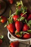 未加工的有机长的词根草莓 免版税图库摄影