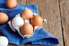 未加工的有机鸡蛋 免版税库存照片