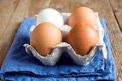 未加工的有机鸡蛋 免版税库存图片