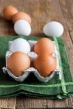 未加工的有机鸡蛋 免版税图库摄影