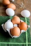 未加工的有机鸡蛋 图库摄影