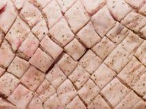 未加工的未煮过的经验丰富的被计分的猪肚皮肤背景 库存图片