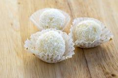未加工的椰子球,鲜美和可口,自创Raffaello糖果 库存照片