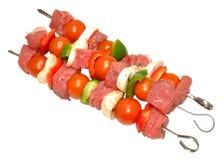 未加工的牛肉和菜Kebabs 免版税库存图片