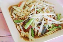 未加工的番木瓜辣沙拉,亚洲食物 免版税库存照片