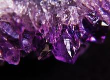 未加工的紫色的晶族