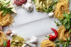 未加工的自创意大利面团烹饪过程 库存图片