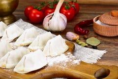 未加工的自创饺子,俄语Pelmeni 图库摄影