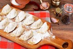 未加工的自创饺子,俄语Pelmeni 免版税图库摄影