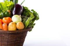 未加工的蔬菜品种在被隔绝的篮子的 库存照片