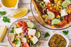 未加工的蔬菜沙拉在油的 免版税库存图片