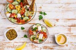 未加工的蔬菜沙拉在油的 图库摄影