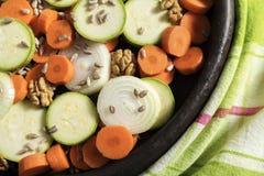未加工的蔬菜红萝卜葱种子饮食健康卡路里食物新鲜的夏南瓜吃烹饪营养 免版税库存照片