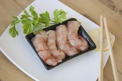 未加工的被剥皮的大虾用荷兰芹 库存图片