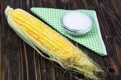 未加工的被剥皮的玉米棒子 库存图片