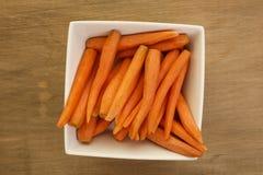 未加工的食家嫩胡萝卜 免版税库存照片