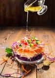 未加工的食物的概念喜欢三明治用白色,红叶卷心菜, carro 免版税库存照片