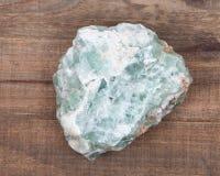 未加工的绿色荧石自然大块 免版税库存图片