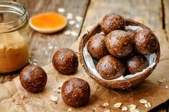 未加工的素食主义者花生酱燕麦椰子恶球 免版税库存图片