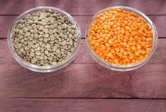 未加工的pardina和红色小扁豆-透镜culinaris 库存照片